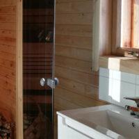 Mokit_kuvagalleria_NiemiNopola_1000x666_0001_niemiNopola-kylpyhuone-sauna-1200x500